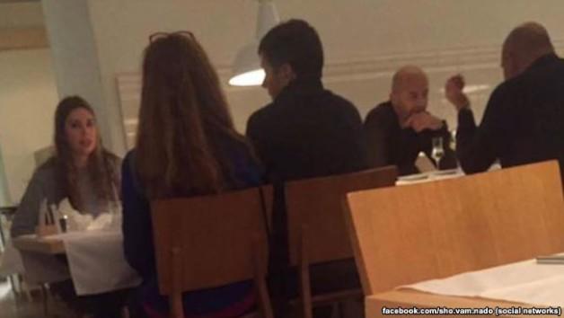 Two men who look like Ihor kononenko and Mykola Zlochevskyi are meeting in Vienna. Photo from Facebook of Olha Vasylevska.