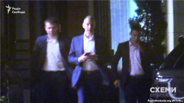 Borys Lozhkin, ex-Head of the Presidential Administration, comes out of office accompanied by bodyguards.
