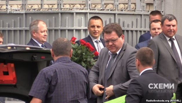 Yaroslav Romaniuk (with roses), Bohdan Lvov (in the middle), Borys Hulko (far right) attend Valeriy Heletey's anniversary