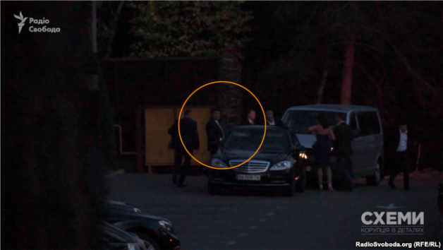 Prime Minister Volodymyr Groysman and his wife arrive to the party in complete darkness
